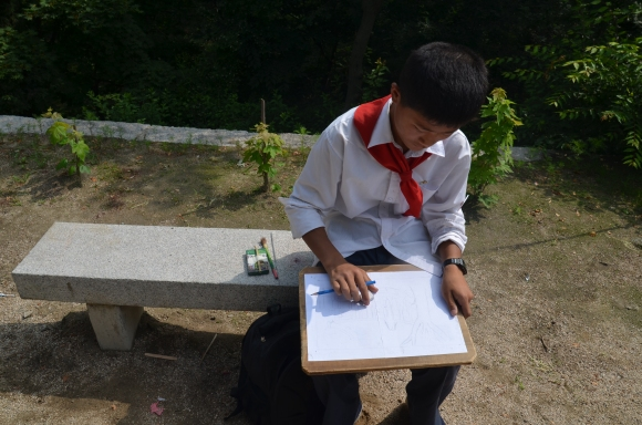 A schoolboy in Kaesong sketches a pagoda