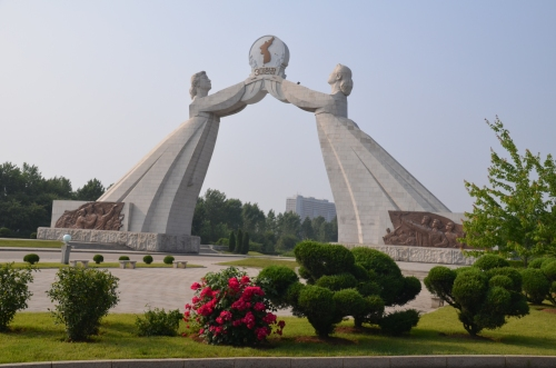 Monument to 3-Charter of National Reunification