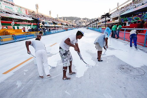 Painting the Carnaval runway white