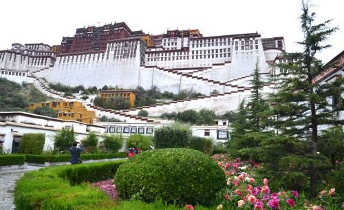 The beautiful massive 999-room Portala Palace, former home of the Dalai Lamas.
